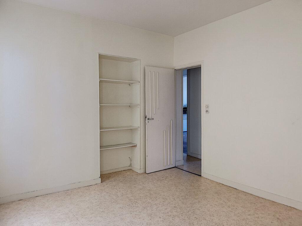 Appartement à louer 3 83m2 à Montargis vignette-4
