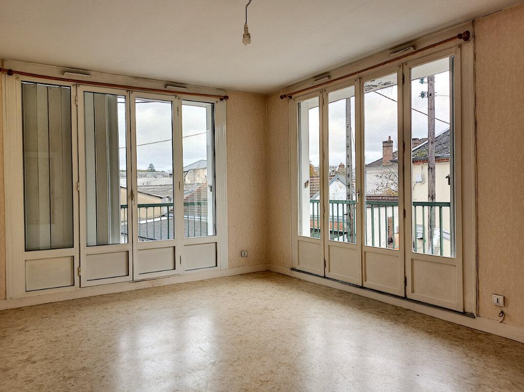Appartement à louer 2 46m2 à Montargis vignette-1