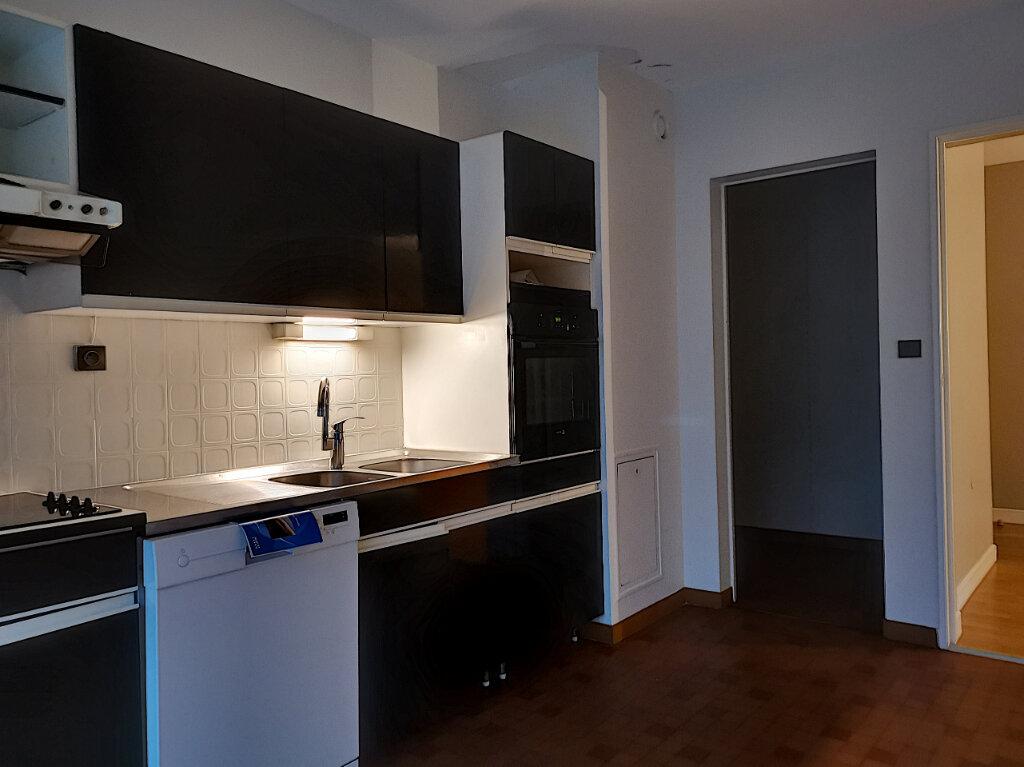 Appartement à louer 4 99m2 à Montargis vignette-3