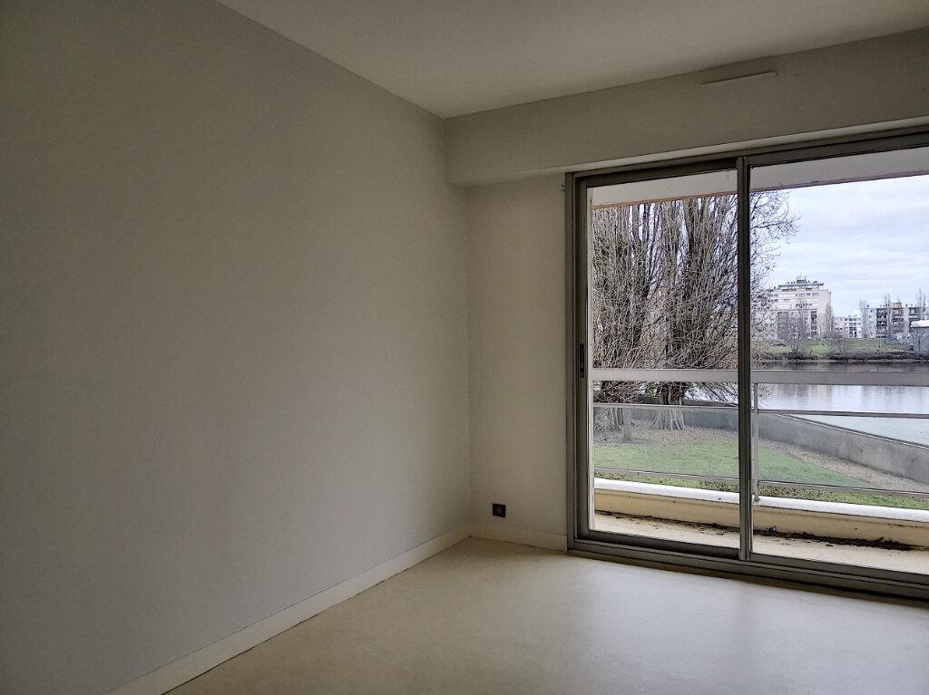 Appartement à louer 4 99m2 à Montargis vignette-6