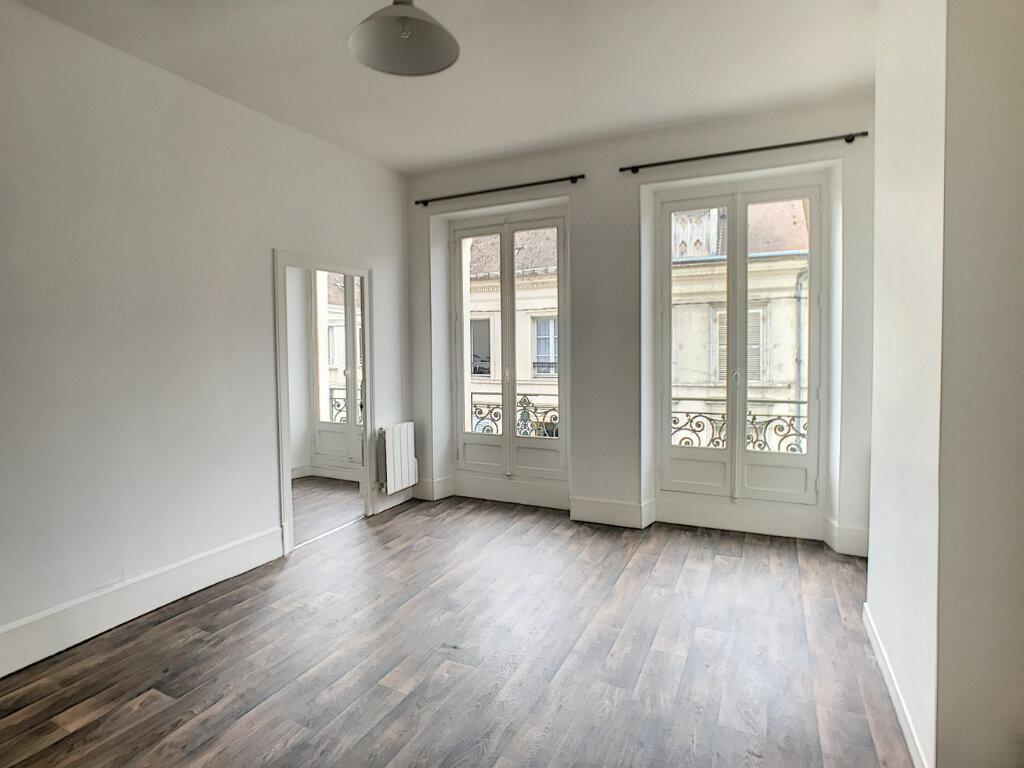 Appartement à louer 2 48m2 à Montargis vignette-1