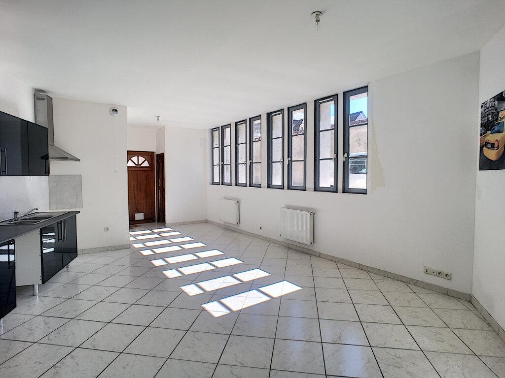 Appartement à louer 2 69.9m2 à Beaugency vignette-1