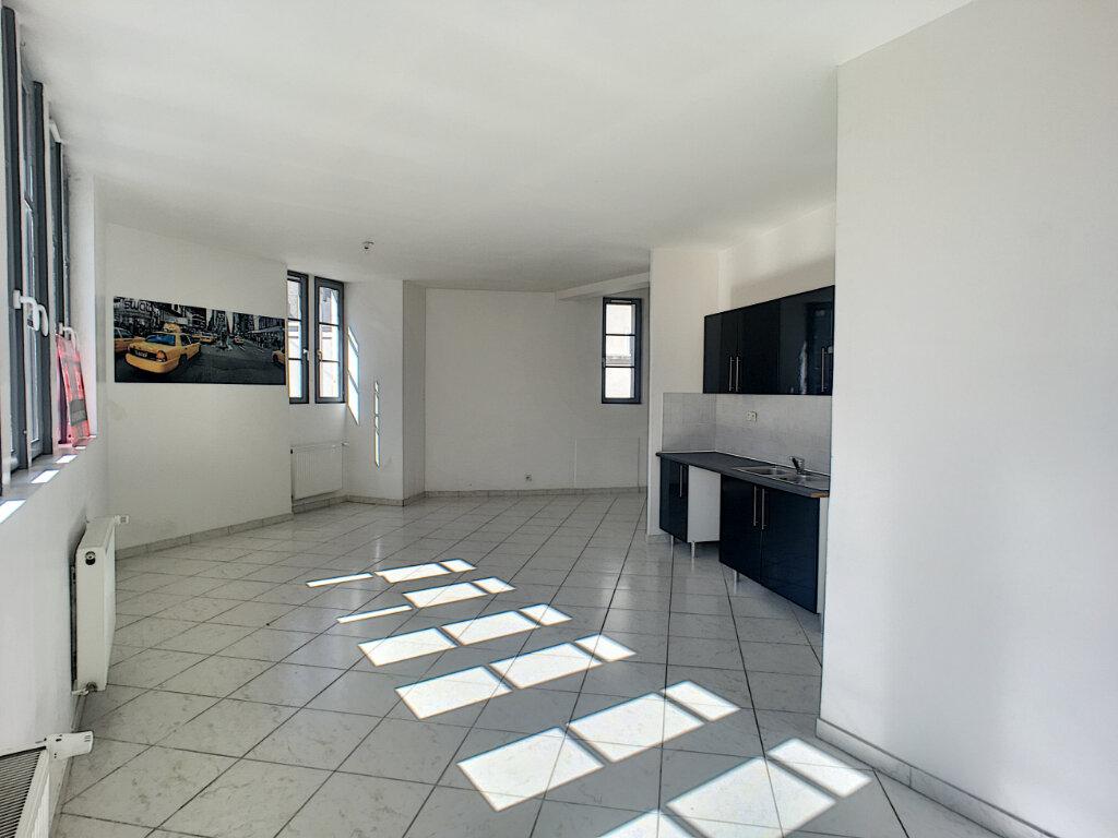 Appartement à louer 2 69.9m2 à Beaugency vignette-2