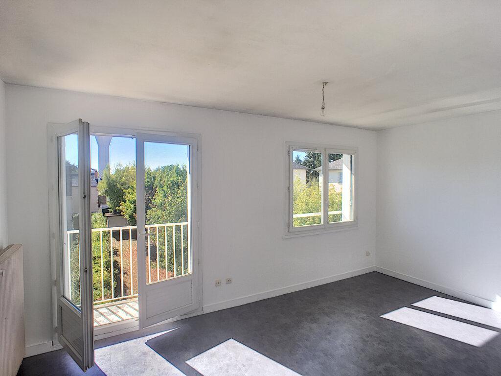 Appartement à louer 3 61m2 à Beaugency vignette-1