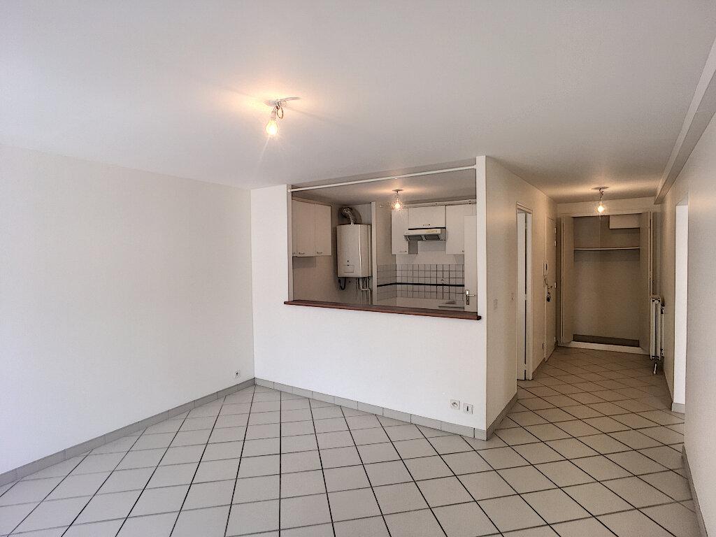 Appartement à louer 3 56.81m2 à Beaugency vignette-2