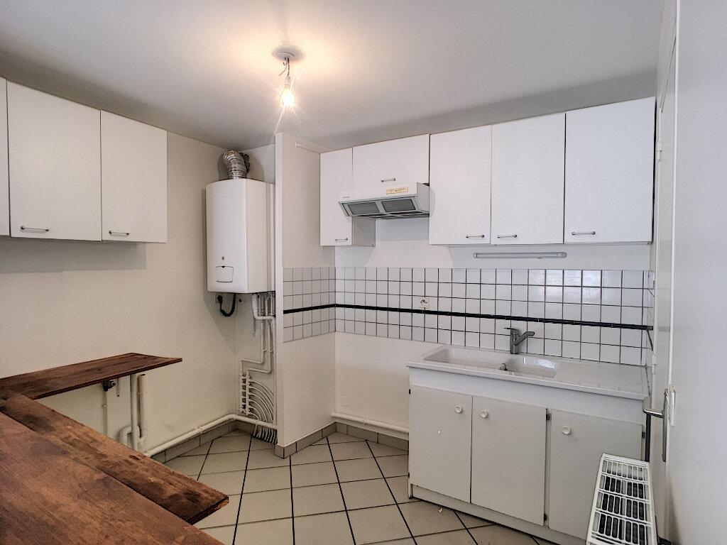Appartement à louer 3 56.81m2 à Beaugency vignette-5