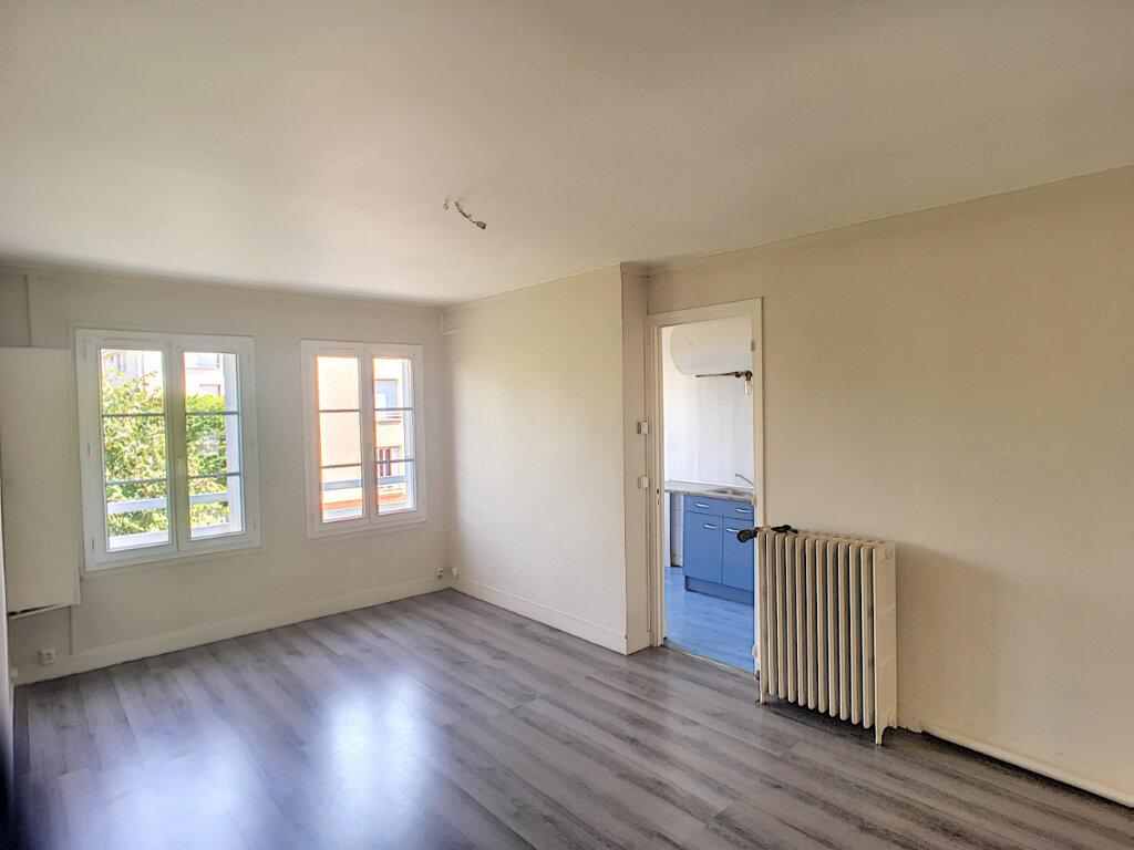 Appartement à louer 4 62.01m2 à Beaugency vignette-1