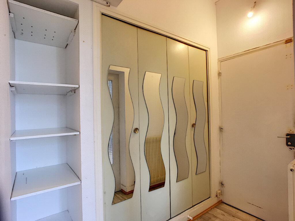 Appartement à louer 3 53.1m2 à Beaugency vignette-6