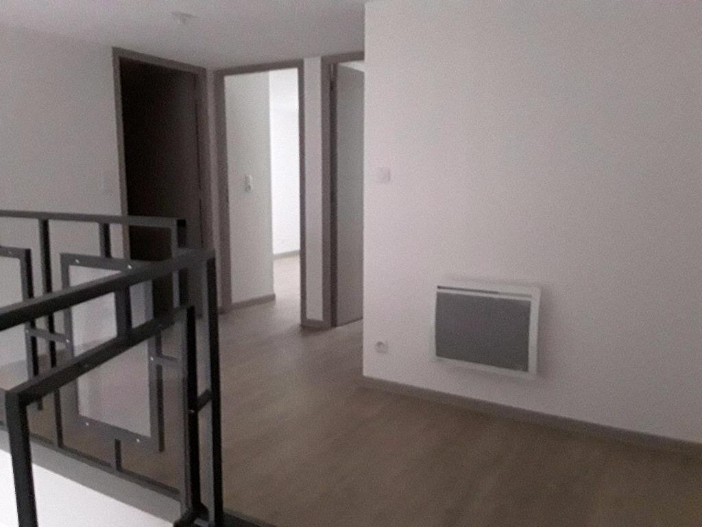 Appartement à louer 4 105m2 à Chatuzange-le-Goubet vignette-4