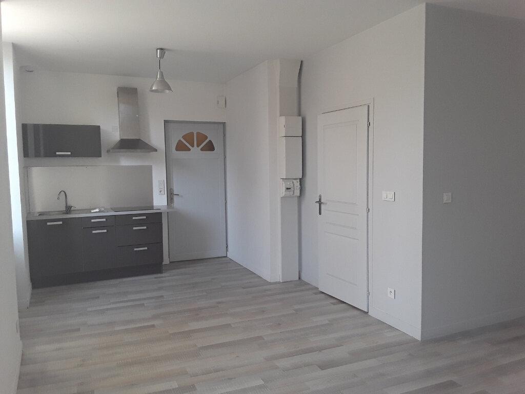 Appartement à louer 1 32m2 à Romans-sur-Isère vignette-1
