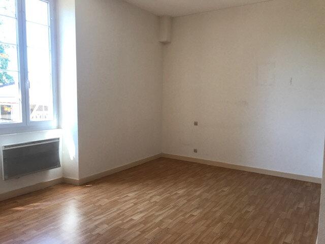 Appartement à louer 1 38m2 à Mours-Saint-Eusèbe vignette-1