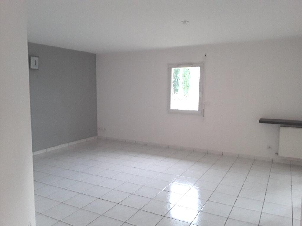 Appartement à louer 3 75m2 à Romans-sur-Isère vignette-2