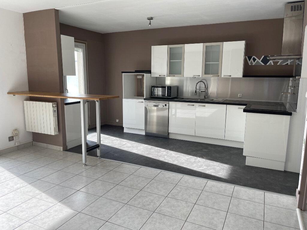 Appartement à louer 3 79.46m2 à Romans-sur-Isère vignette-2