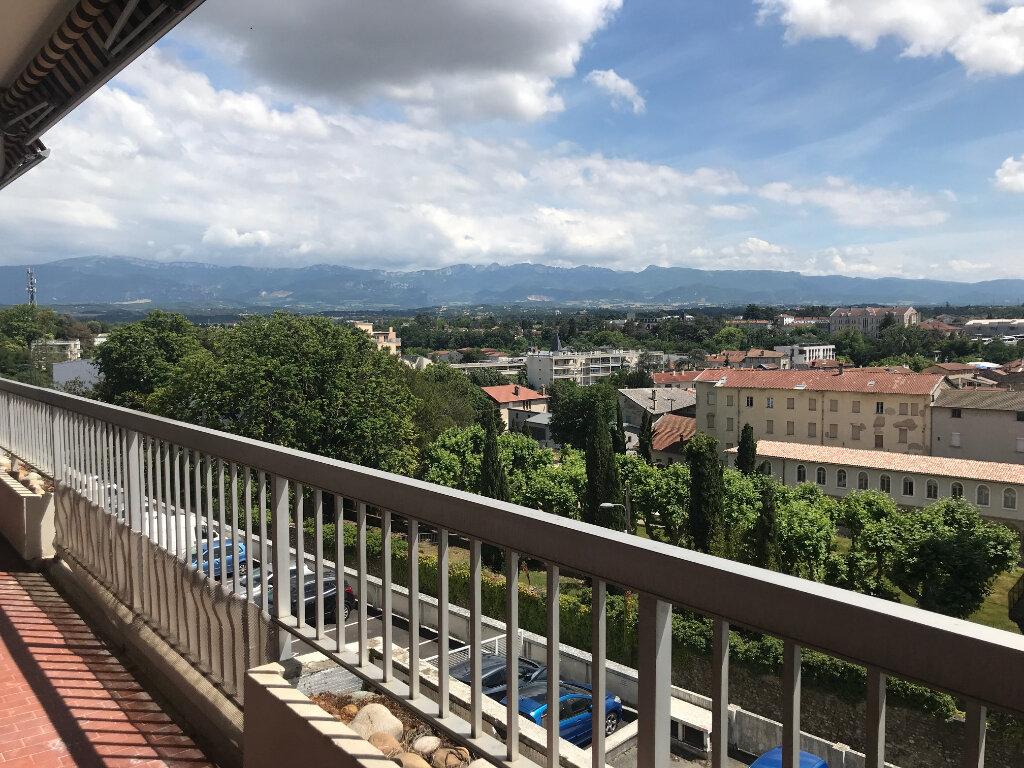Appartement à louer 3 89m2 à Romans-sur-Isère vignette-2