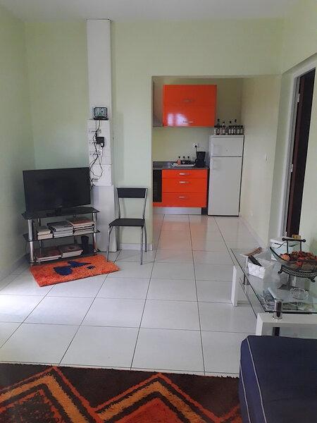 Appartement à louer 2 36m2 à Sainte-Anne vignette-1