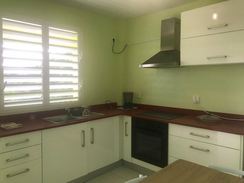 Appartement à louer 2 36m2 à Sainte-Anne vignette-2