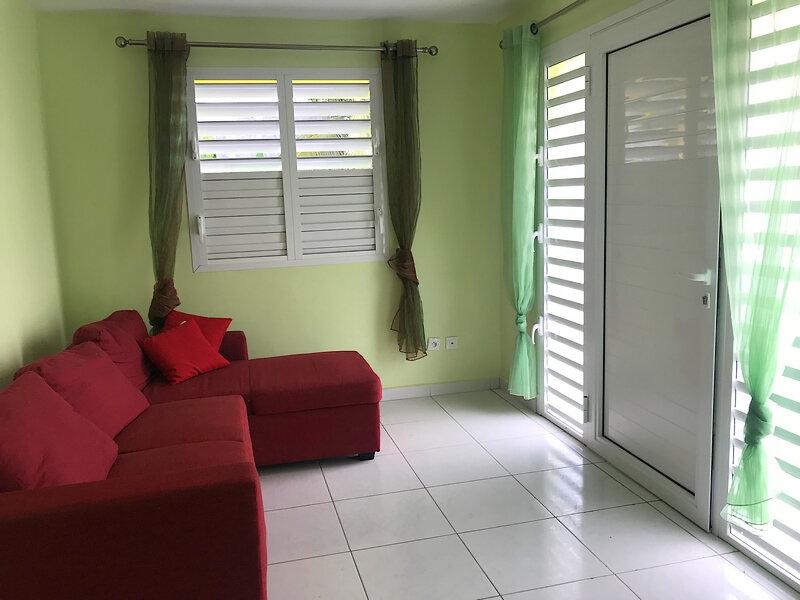 Appartement à louer 2 36m2 à Sainte-Anne vignette-3