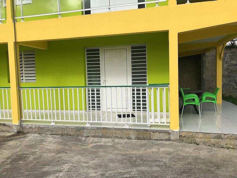Appartement à louer 2 36m2 à Sainte-Anne vignette-6
