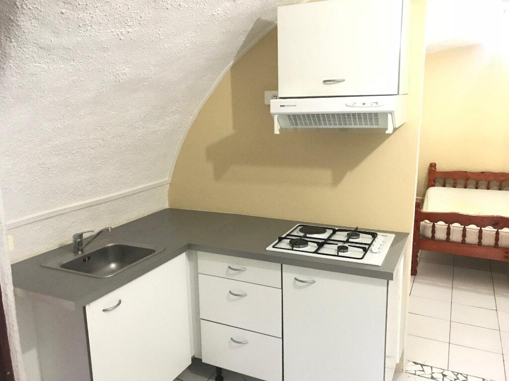 Appartement à louer 1 32m2 à Le Gosier vignette-1