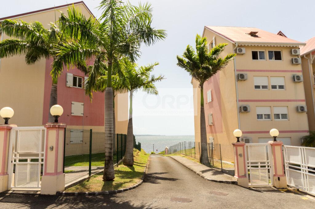 Appartement à louer 4 117.78m2 à Petit-Bourg vignette-1