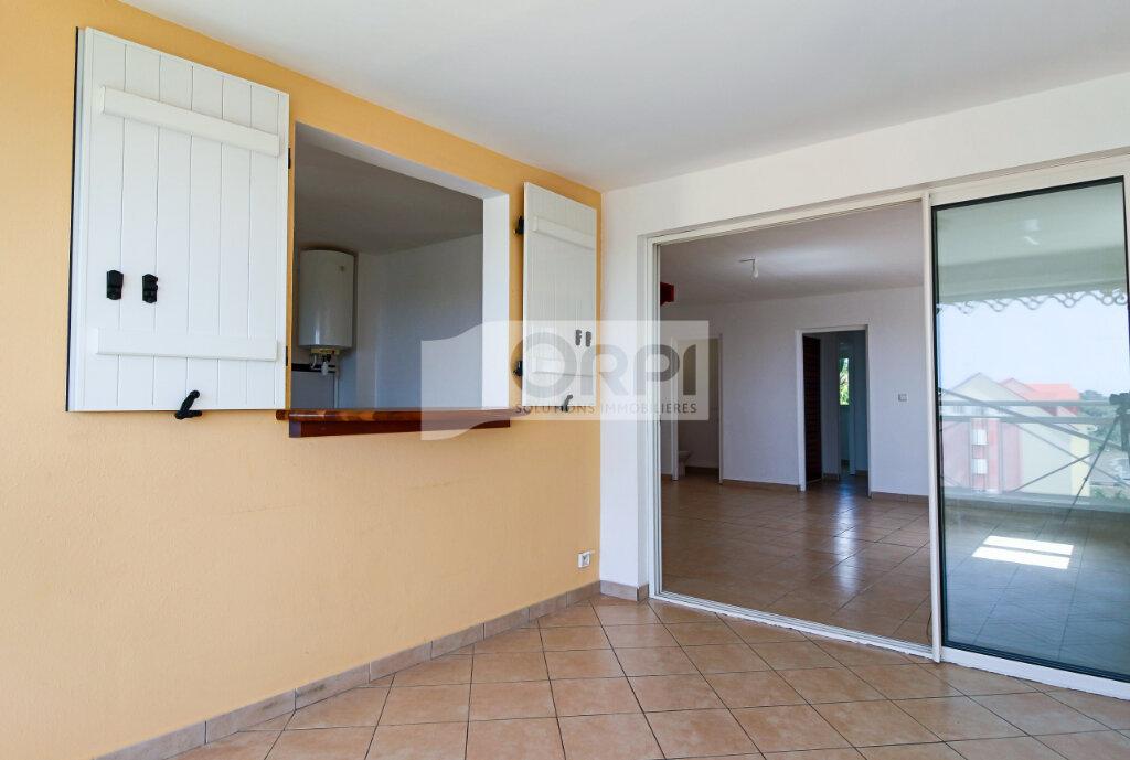 Appartement à louer 4 117.78m2 à Petit-Bourg vignette-5