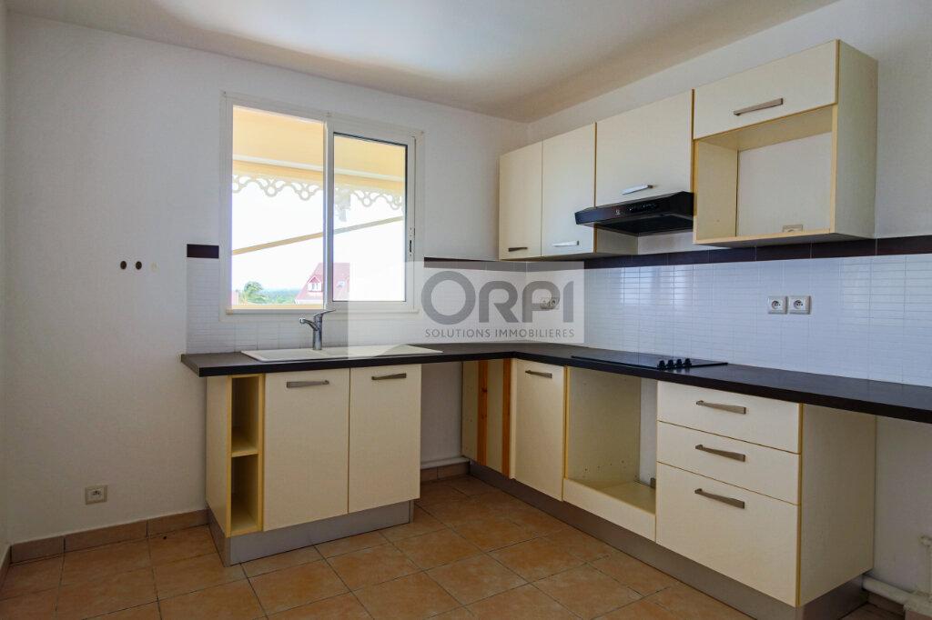 Appartement à louer 4 117.78m2 à Petit-Bourg vignette-6