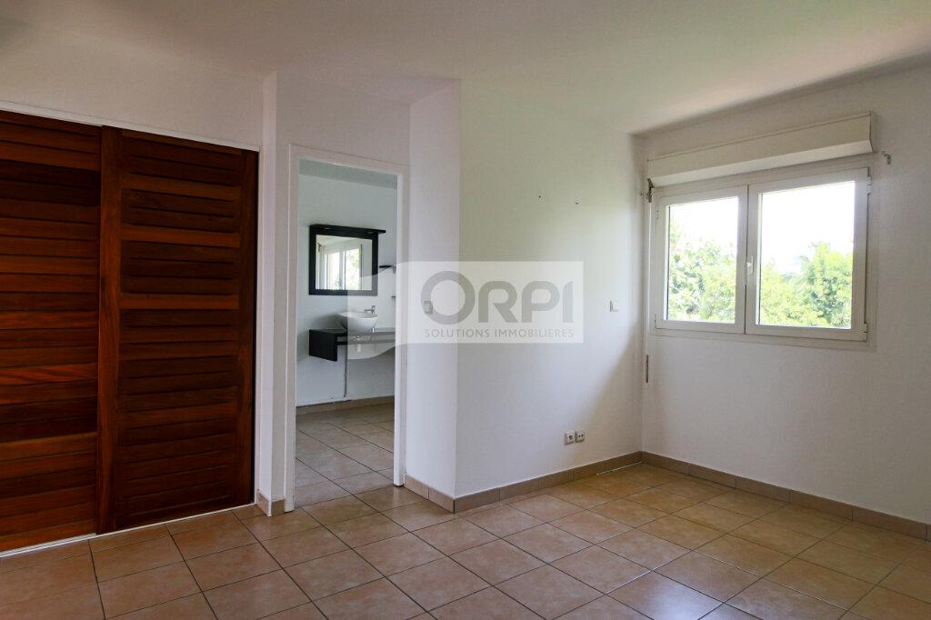 Appartement à louer 4 117.78m2 à Petit-Bourg vignette-9