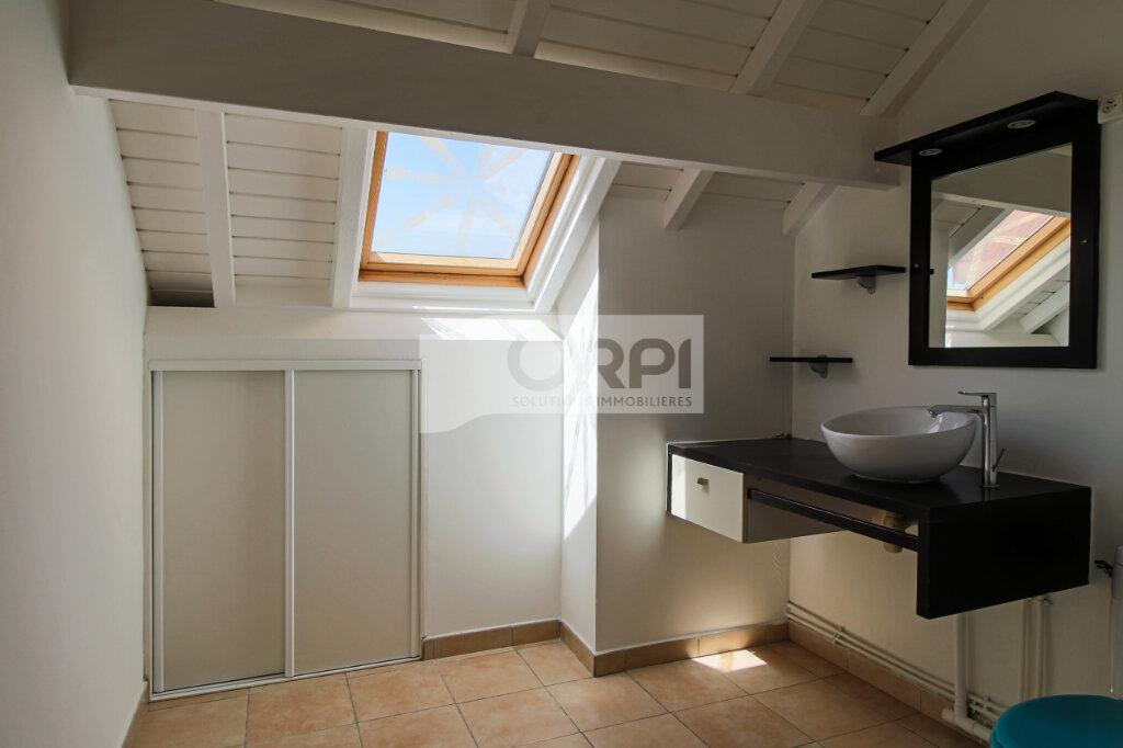 Appartement à louer 4 117.78m2 à Petit-Bourg vignette-14