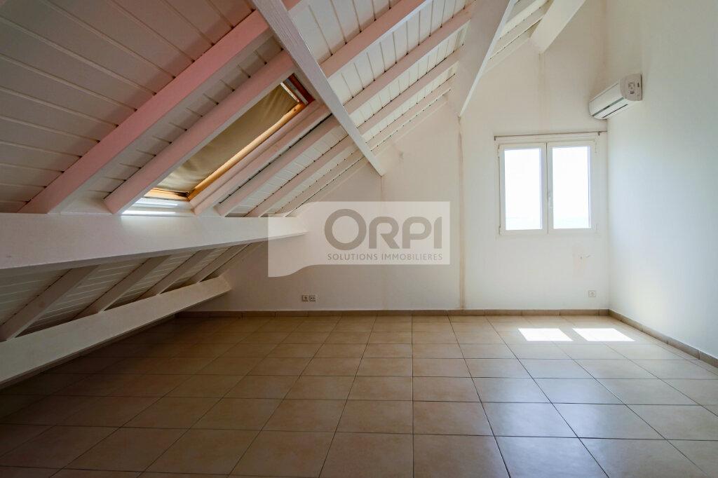 Appartement à louer 4 117.78m2 à Petit-Bourg vignette-15