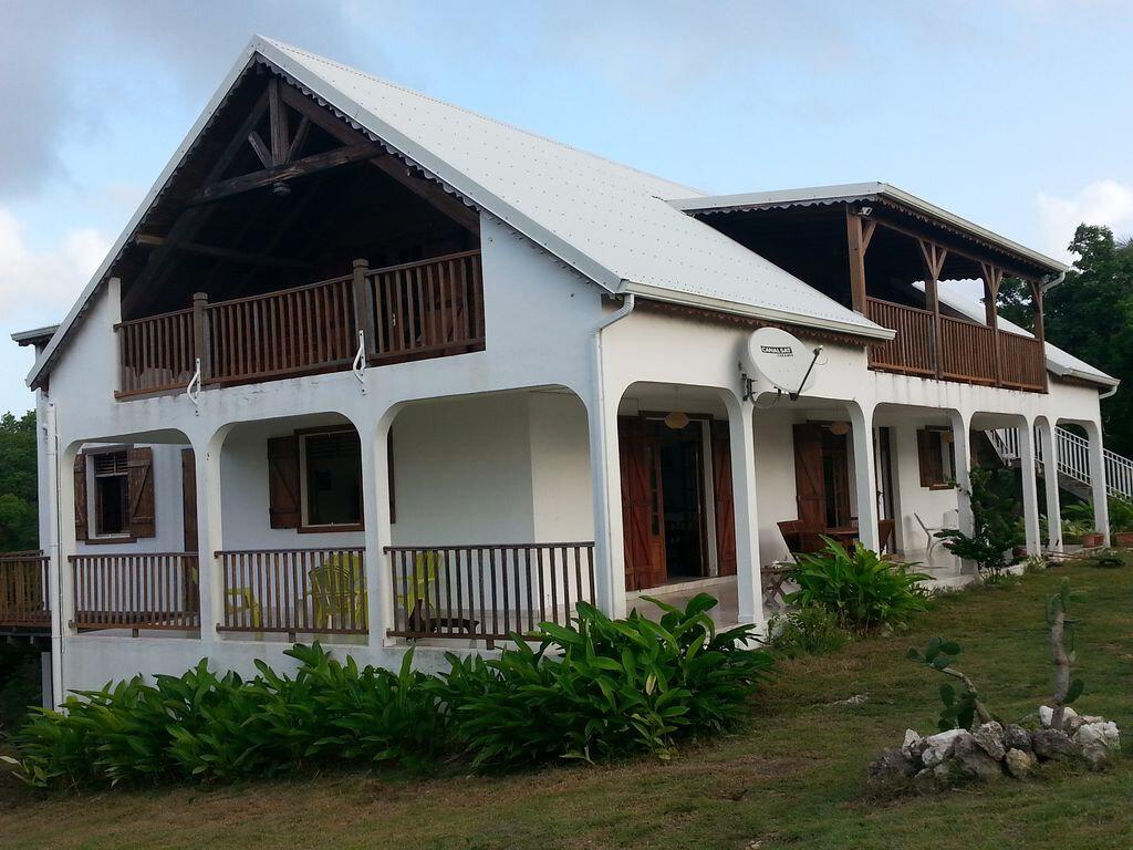 Maison à louer 4 130m2 à Sainte-Anne vignette-1