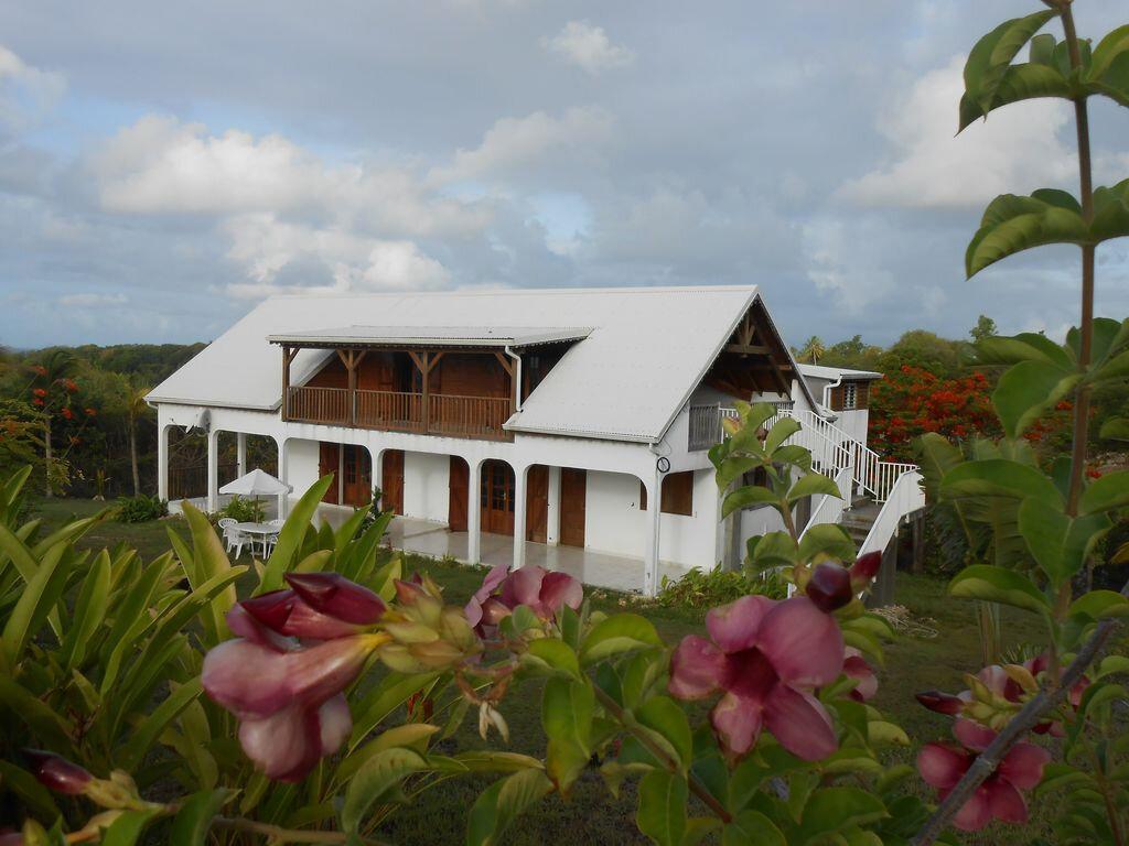Maison à louer 4 130m2 à Sainte-Anne vignette-3