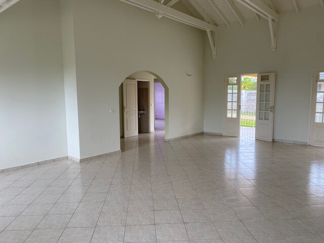 Maison à louer 5 140m2 à Le Moule vignette-3