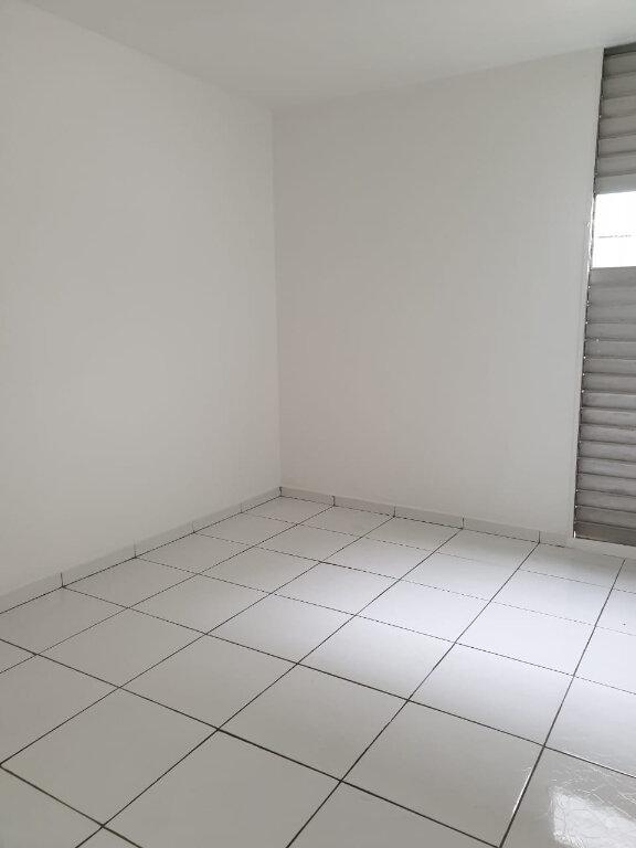 Appartement à louer 4 63m2 à Les Abymes vignette-3