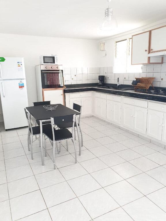 Appartement à louer 3 91m2 à Sainte-Anne vignette-2