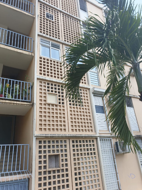 Appartement à louer 3 51.34m2 à Les Abymes vignette-1