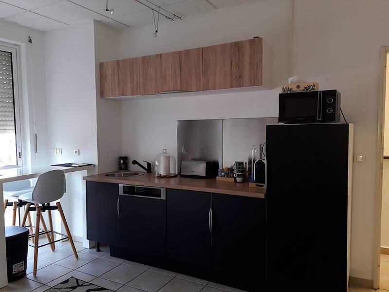 Appartement à louer 3 45m2 à Pointe-à-Pitre vignette-2