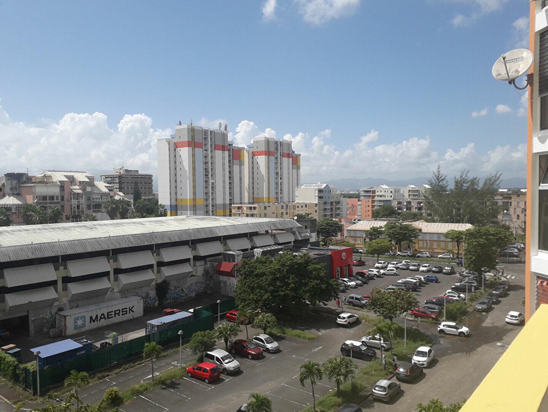 Appartement à louer 5 88m2 à Pointe-à-Pitre vignette-1