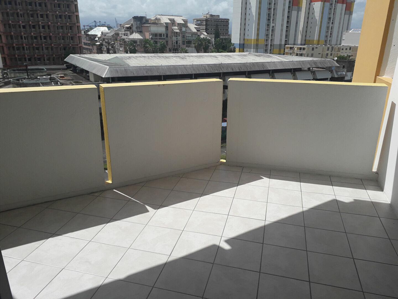 Appartement à louer 5 88m2 à Pointe-à-Pitre vignette-2