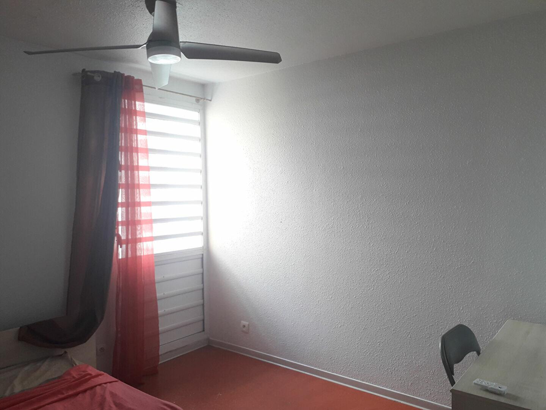 Appartement à louer 5 88m2 à Pointe-à-Pitre vignette-8