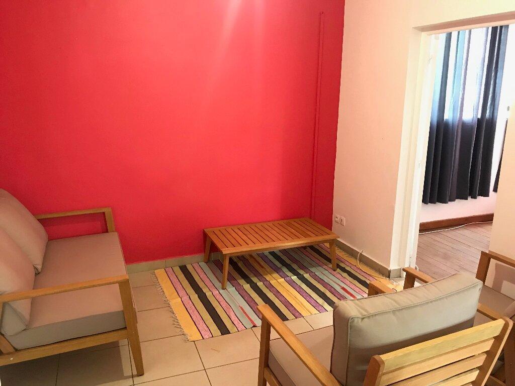 Appartement à louer 4 72.26m2 à Pointe-à-Pitre vignette-2