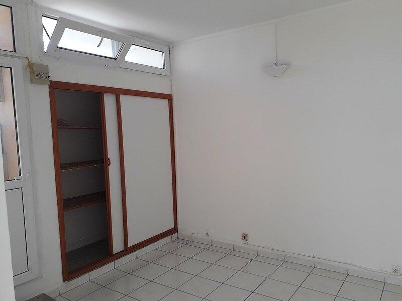 Appartement à louer 3 50m2 à Les Abymes vignette-2