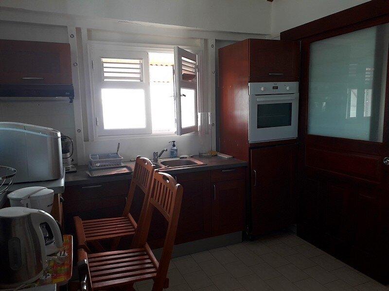 Appartement à louer 2 32m2 à Sainte-Anne vignette-4