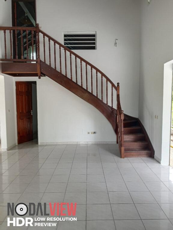 Appartement à louer 4 111m2 à Lamentin vignette-2