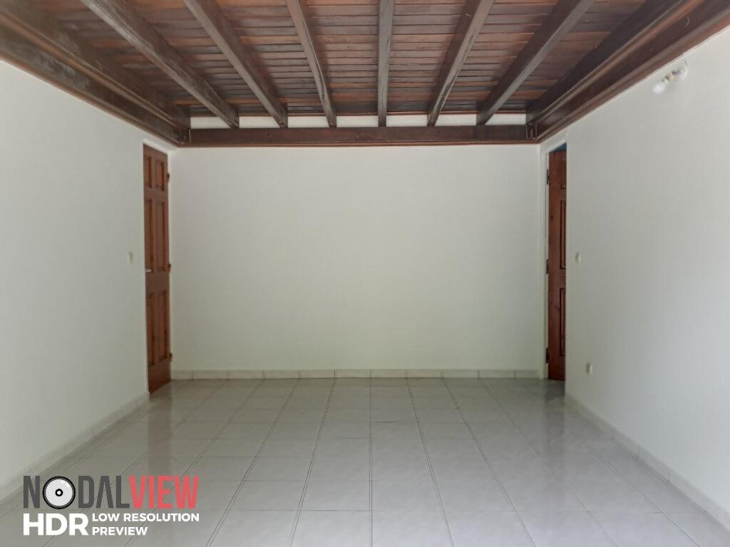 Appartement à louer 4 111m2 à Lamentin vignette-6