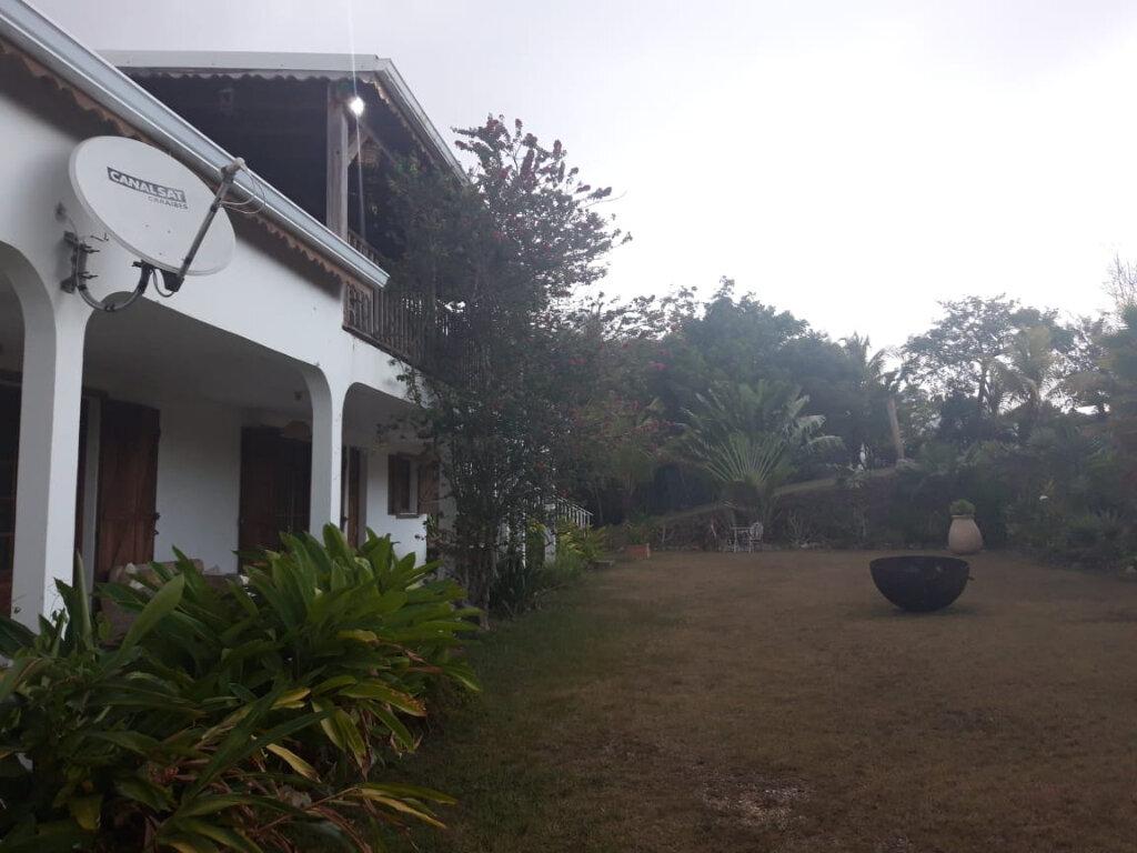 Maison à louer 4 130m2 à Sainte-Anne vignette-2
