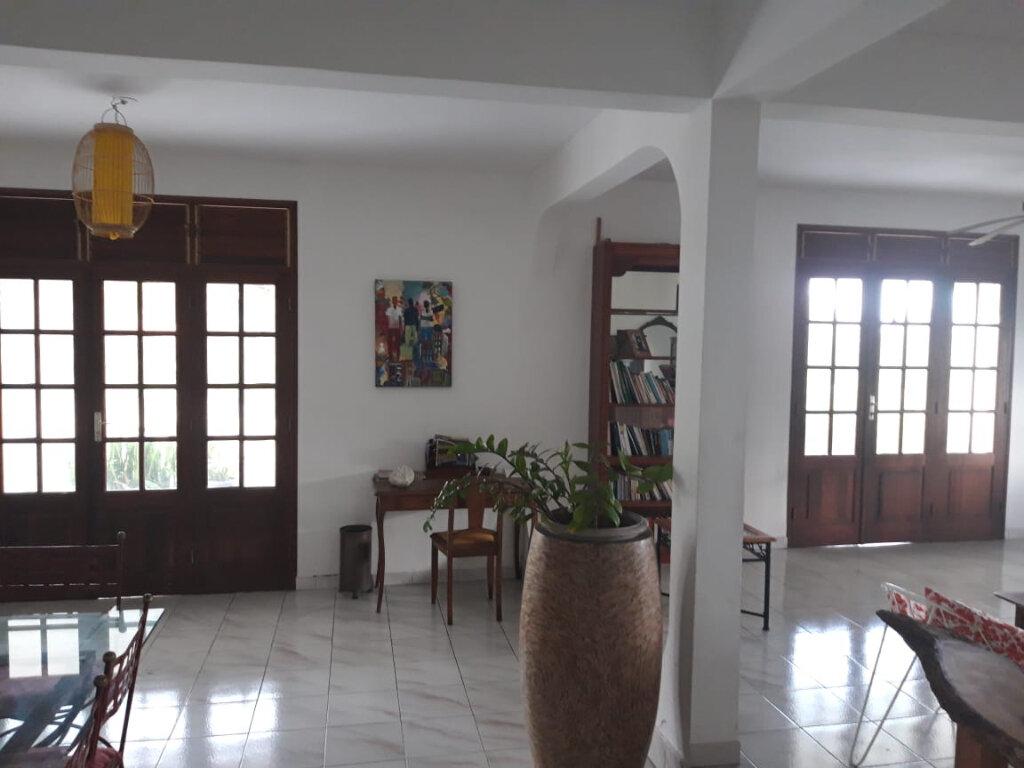 Maison à louer 4 130m2 à Sainte-Anne vignette-4