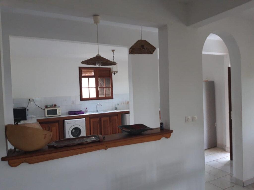 Maison à louer 4 130m2 à Sainte-Anne vignette-5