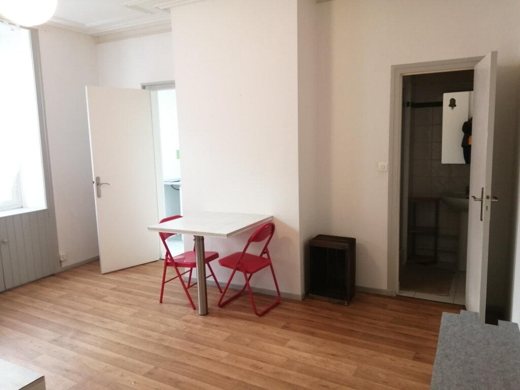 Appartement à louer 1 28m2 à Rochefort vignette-1