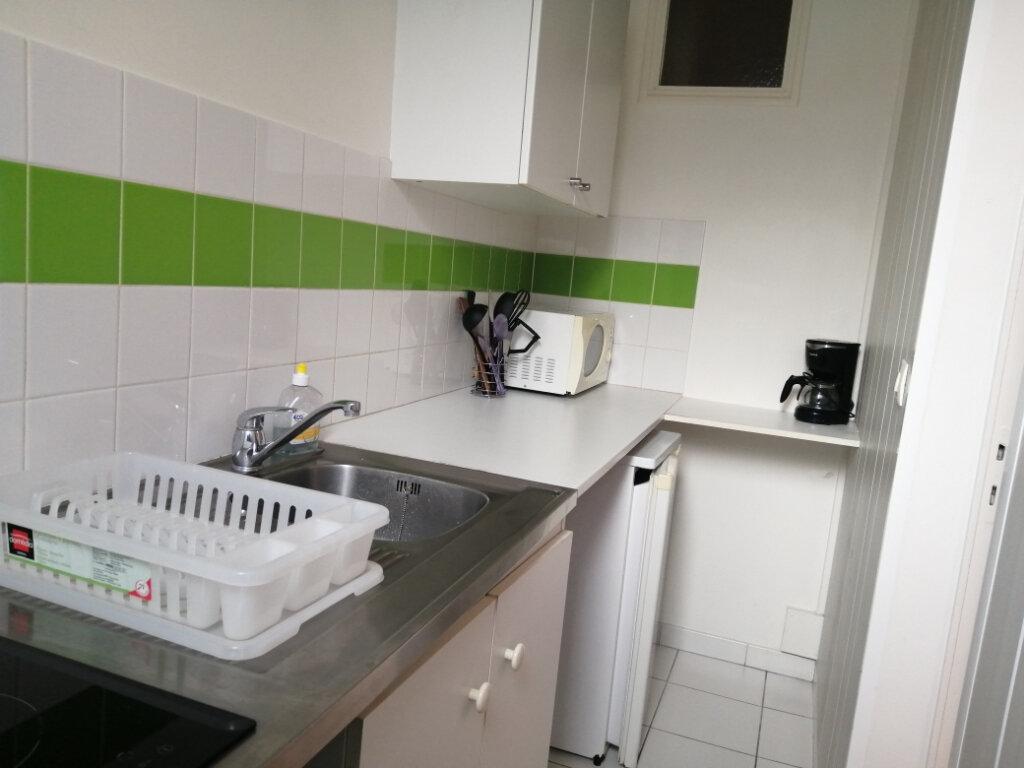 Appartement à louer 1 28m2 à Rochefort vignette-3