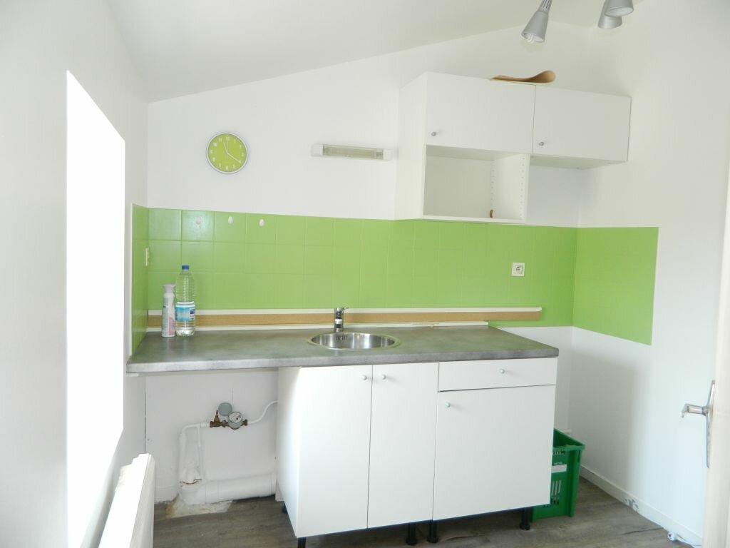 Appartement à louer 2 53m2 à Rochefort vignette-2